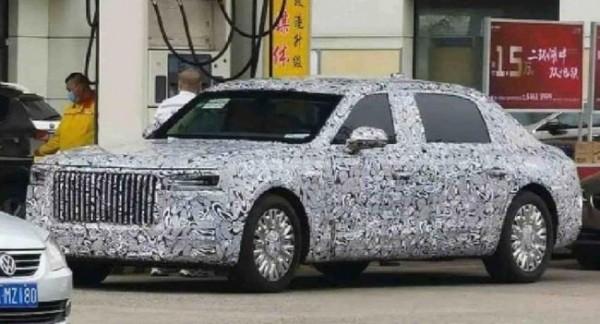 Шпионские камеры поймали новый лимузин Hongqi